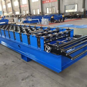 Roll forming machine for color metal roof panel